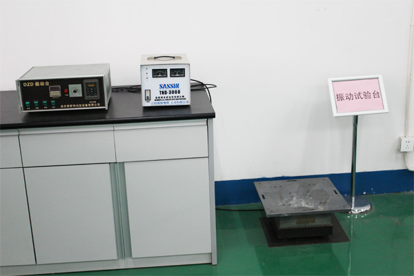 Vibration test bench