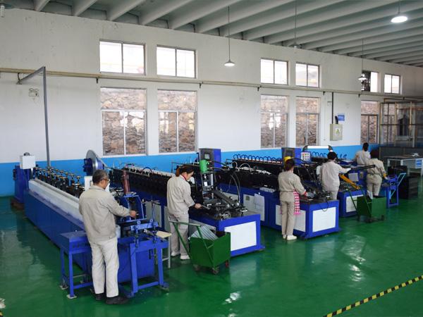 Workshop equipment rail machine